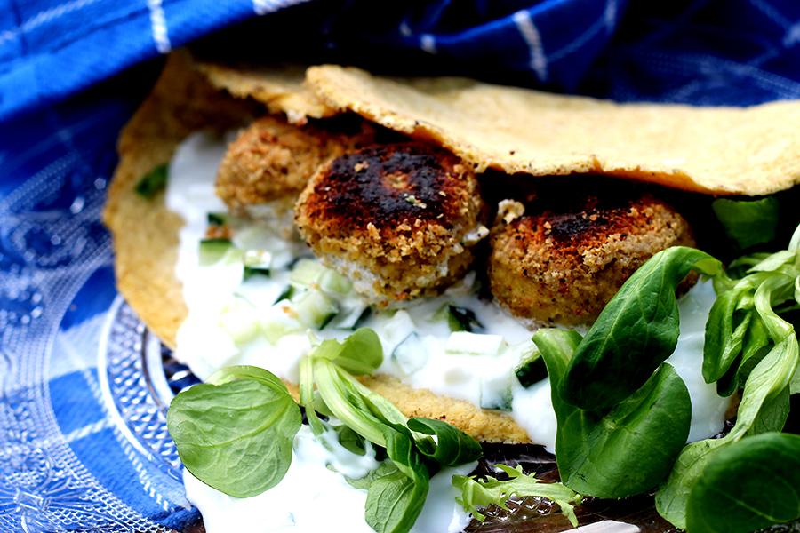 Home-made falafel met speltwraps