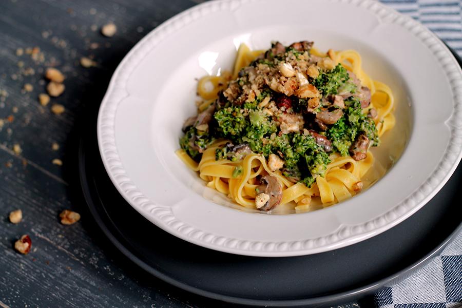 Pasta met broccoli en notensausje, herfstrecept, herfst pasta