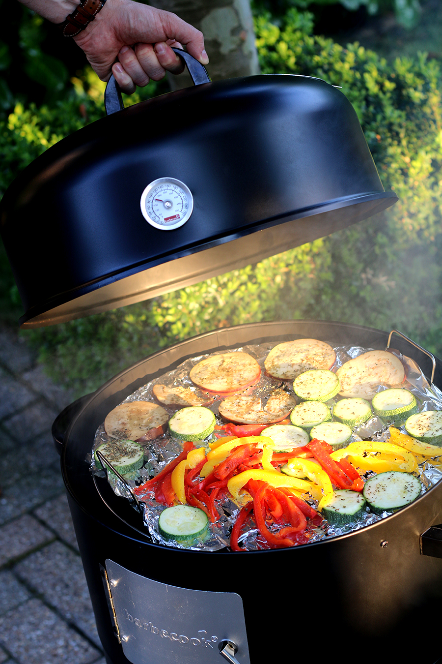 Zalm en verse groente uit de Barbecook Rookoven