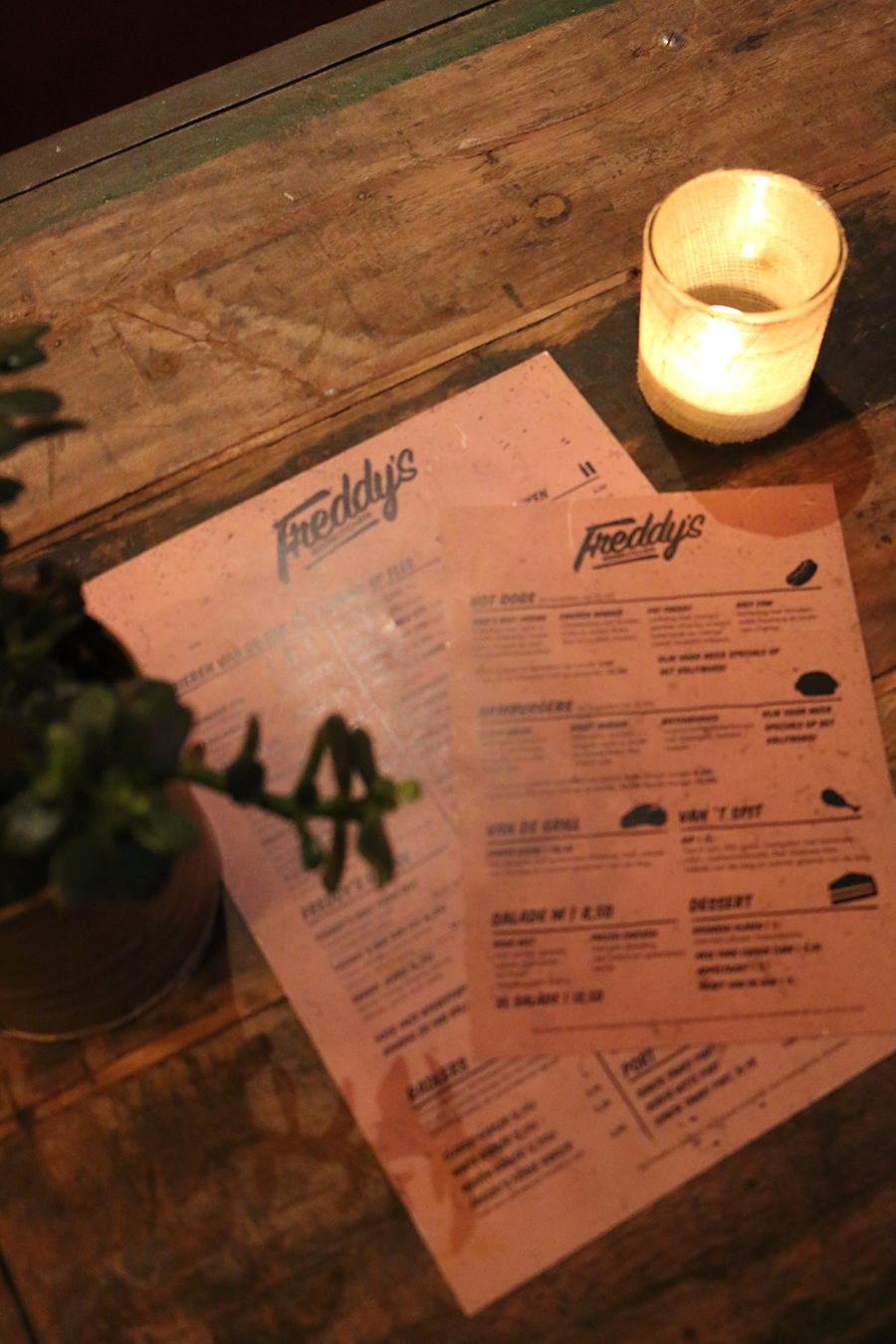 Eten in Nijmegen: Hotdogs happen en bier drinken bij Freddy's Beerkitchen, uit eten in Nijmegen