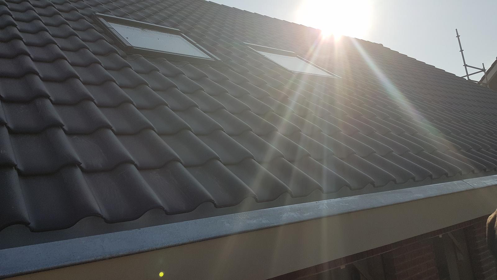 Wij bouwen een huis - dak erop