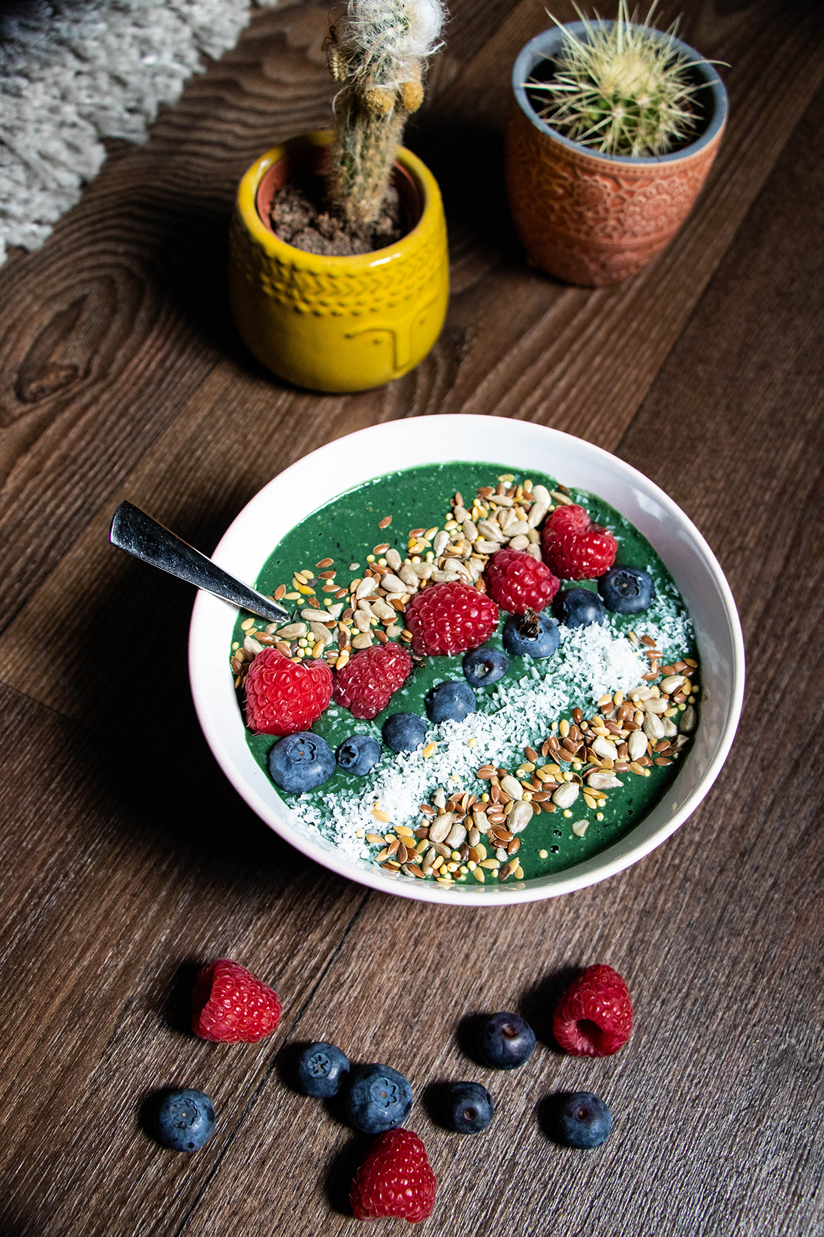 Green Monster Smoothiebowl met banaan, havermout, spirulina en raw cacao