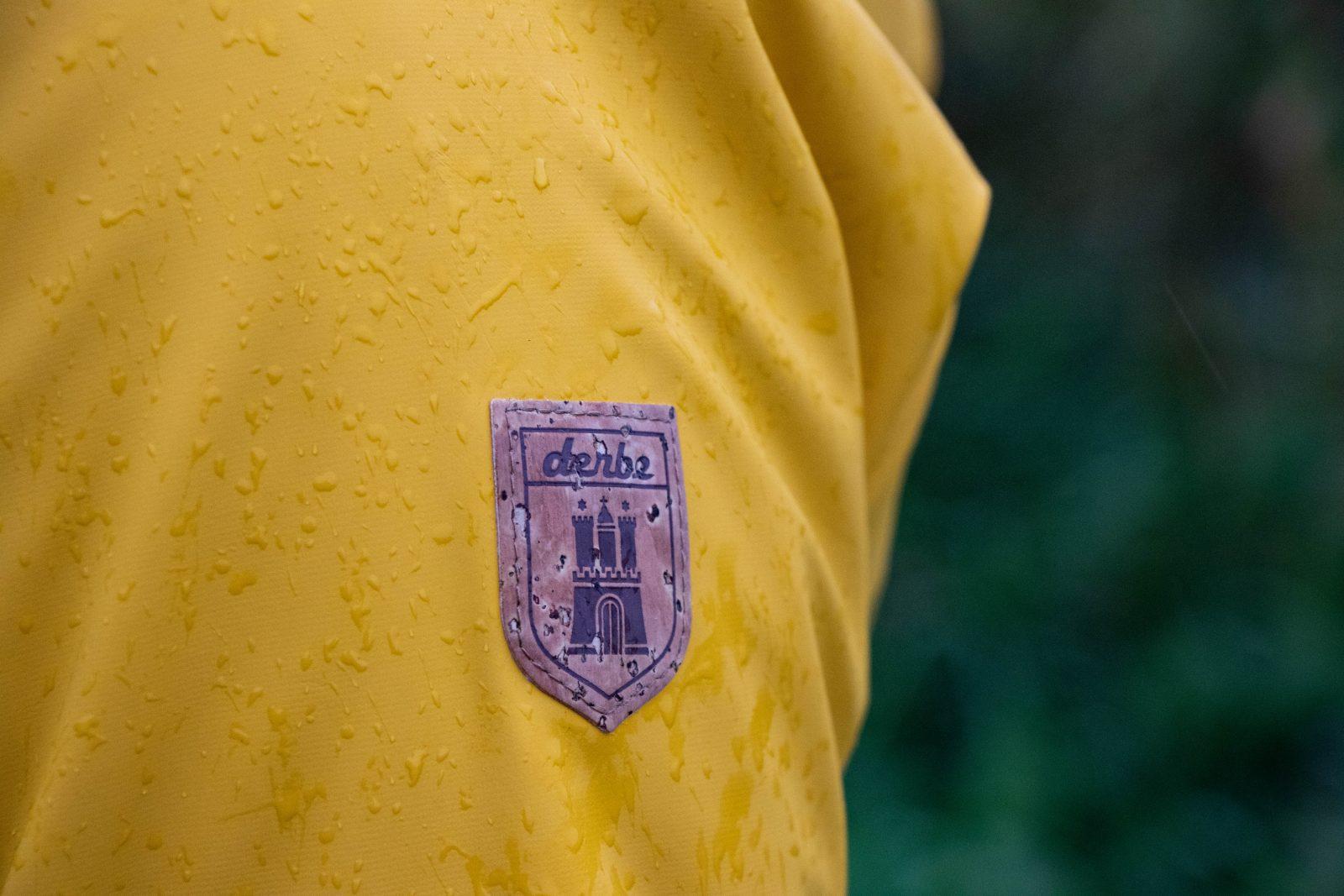 Met deze regenjas van Derbe kom je de winter droog en warm door!