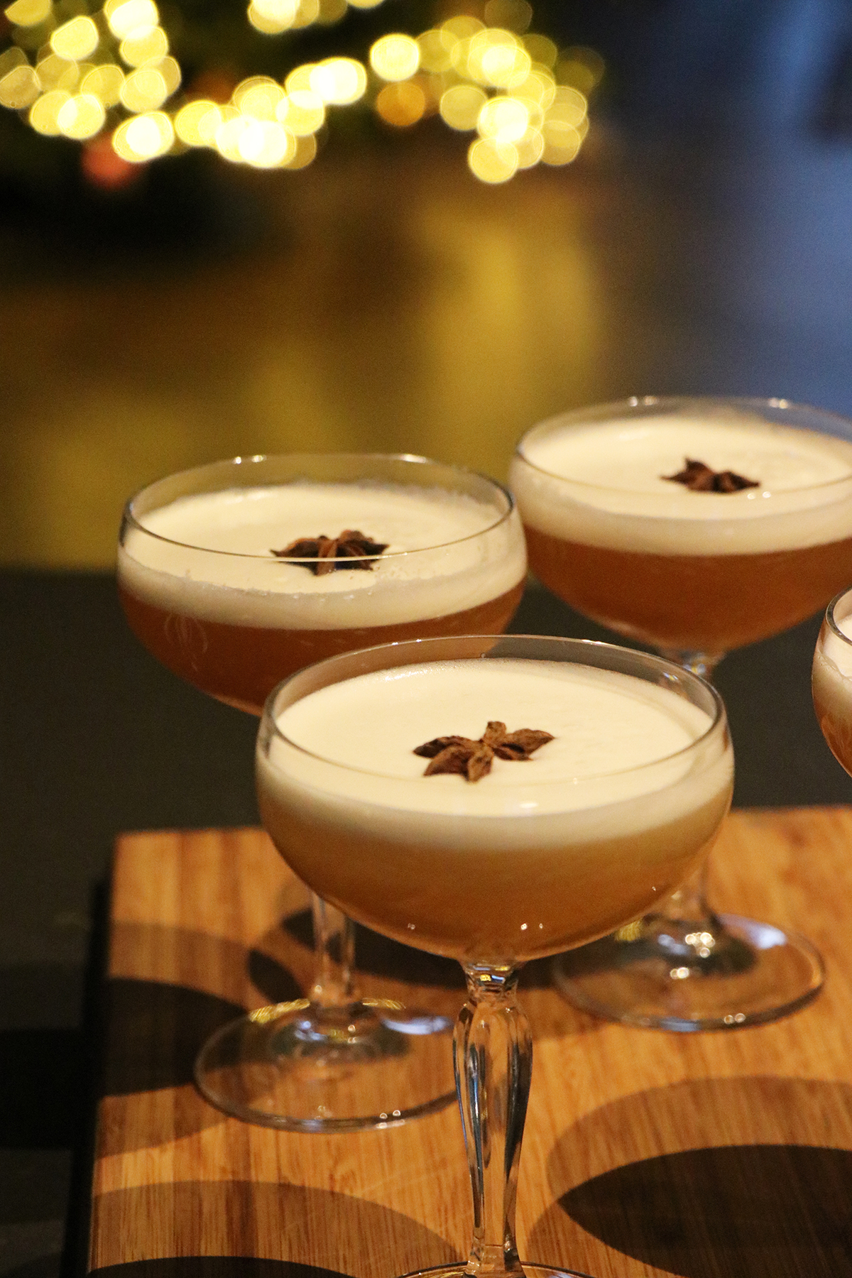 Spicy winter cocktail met gin, steranijs en eiwit