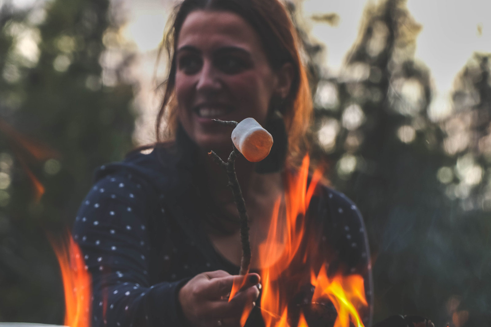 marshmallows bij het vuur