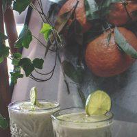 Limoensmoothie met sinaasappel en kokosyoghurt